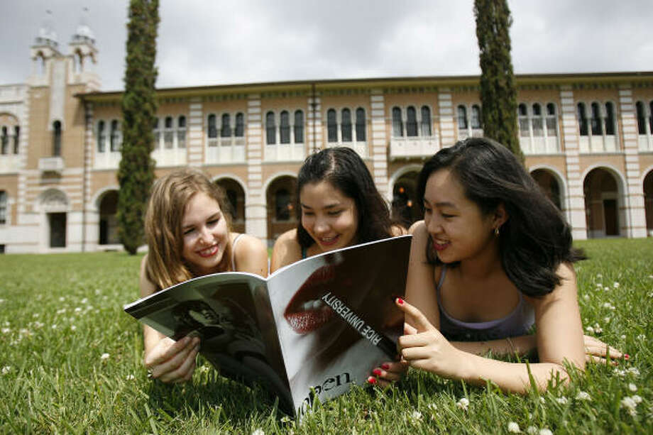 Rice University students, from left, Katherin Sudol, 21; Rachel Solnick, 20; and Amanda Hu, 19, have launched Open Magazine. Photo: Karen Warren, Chronicle