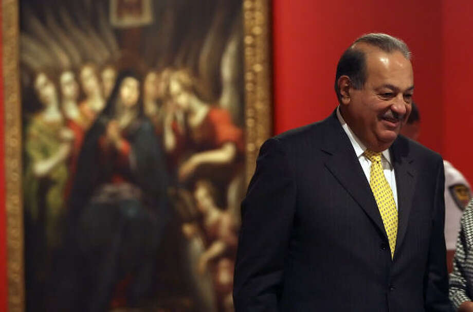 ART COLLECTOR: Mexican billionaire Carlos Slim answers questions Tuesday at the Museo Alameda in San Antonio, which is showing a portion of his vast art collection. Photo: GLORIA FERNIZ, San Antonio Express-News