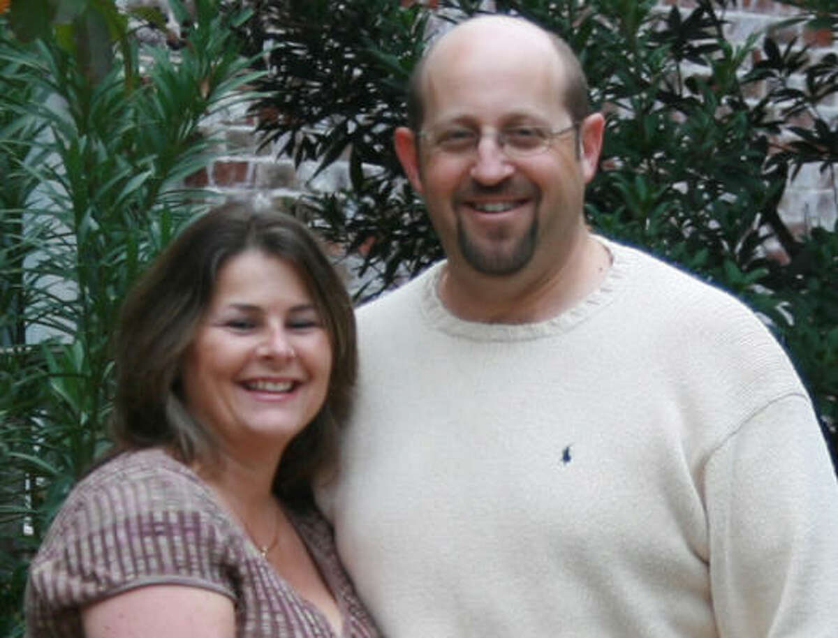 Cheryl Anne Guberman, en la foto con su esposo Steve Guberman, murió el 28 de mayo después de que su camioneta fuera impactada por una conductora en estado de ebriedad.