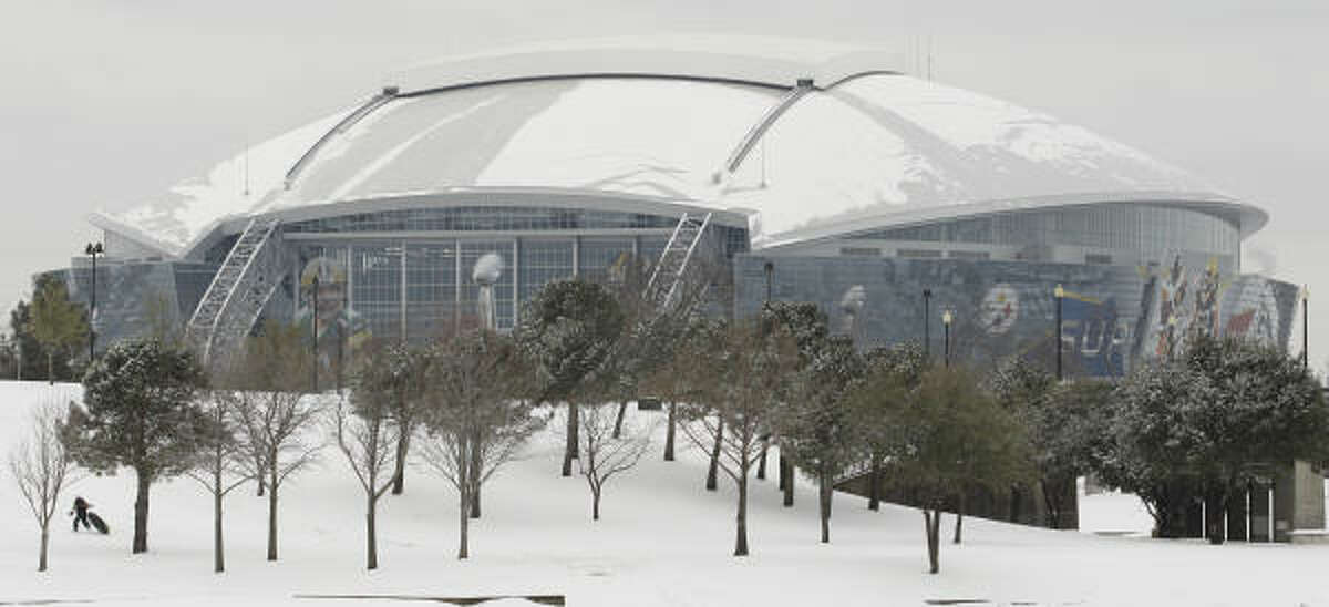Some of the ice on the roof of Cowboys Stadium came loose Friday, falling and injuring several people.