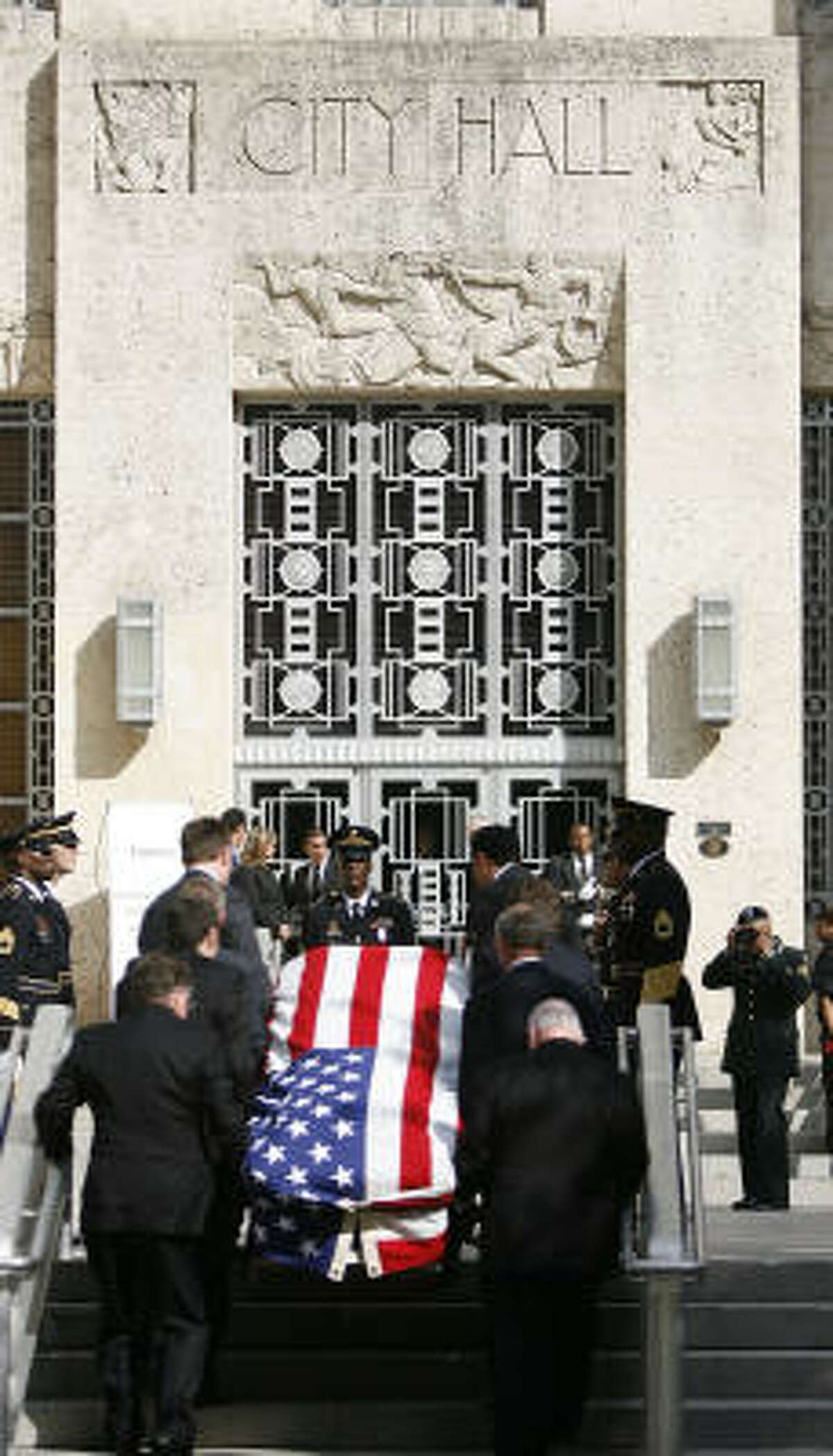 Pallbearers carry the casket of Dr. Michael DeBakey into Houston City Hall, where his body lay in repose today as residents came to honor the famed heart surgeon.