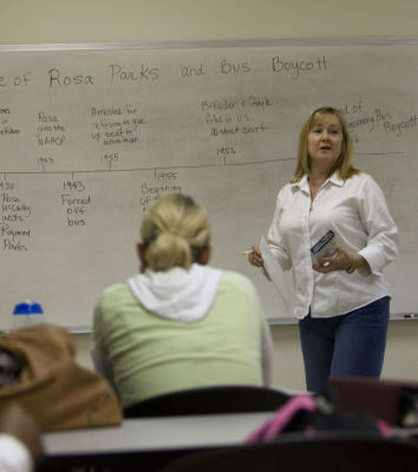 Cindy Runge teaches an accelerated certification class at Houston Community College. Photo: Johnny Hanson, Chronicle
