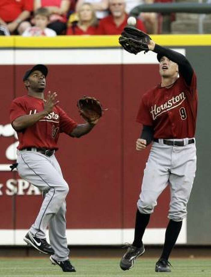 Astros right fielder Hunter Pence catches a fly ball hit by Cincinnati Reds catcher Ramon Hernandez during the second inning as center fielder Michael Bourn backs up the play. Photo: Al Behrman, AP