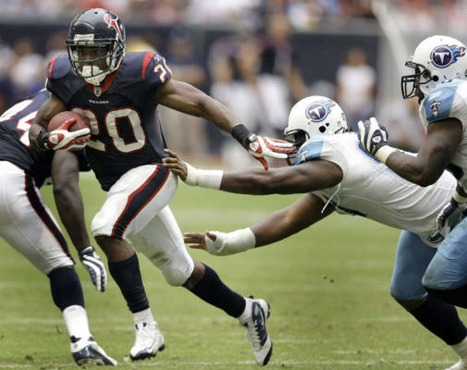Texans running back Steve Slaton (20) is seventh in the league in rushing with 1,190 yards, and he also has 45 catches for 341 yards. Photo: Brett Coomer, Chronicle