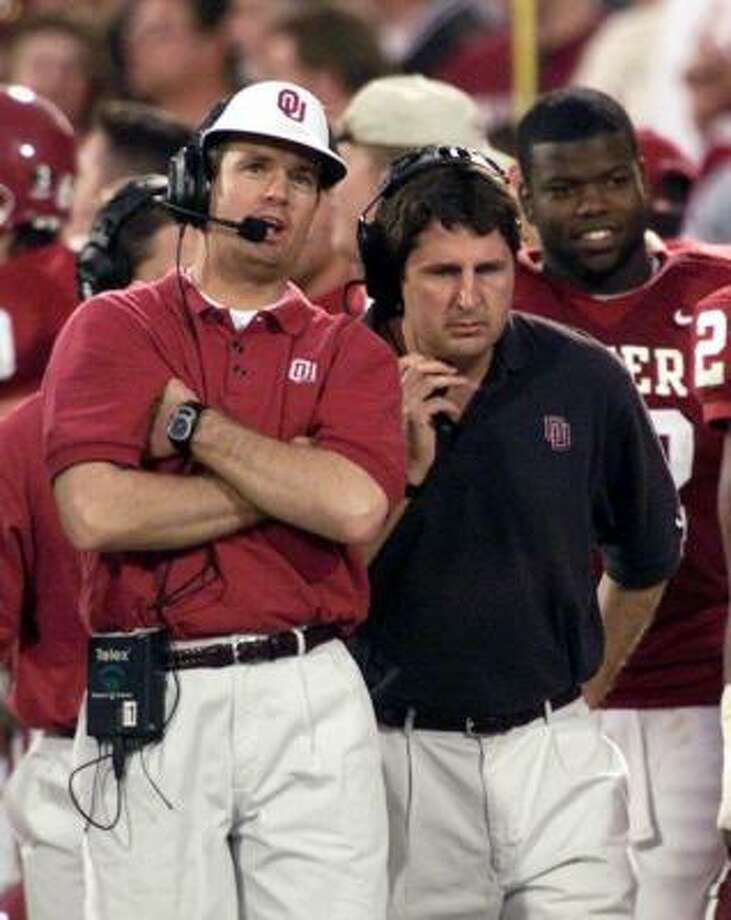 Would a coach voting in the USA Today poll be inclined to favor a former colleague, such as Mike Leach, right, who once was on Bob Stoops' staff at Oklahoma? Photo: J. PAT CARTER