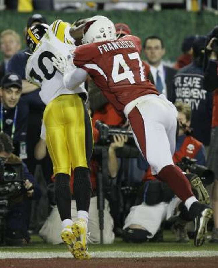 Pittsburgh's Santonio Holmes scores to seal a dramatic 27-23 victory over Arizona. Photo: Winslow Townson, AP