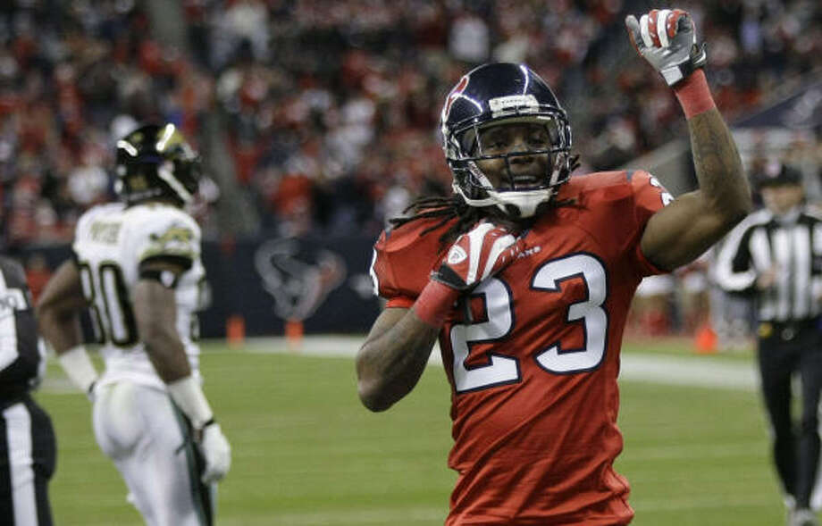 After a lengthy holdout, cornerback Dunta Robinson reported to the Texans on Sept. 6. Photo: Brett Coomer, Chronicle