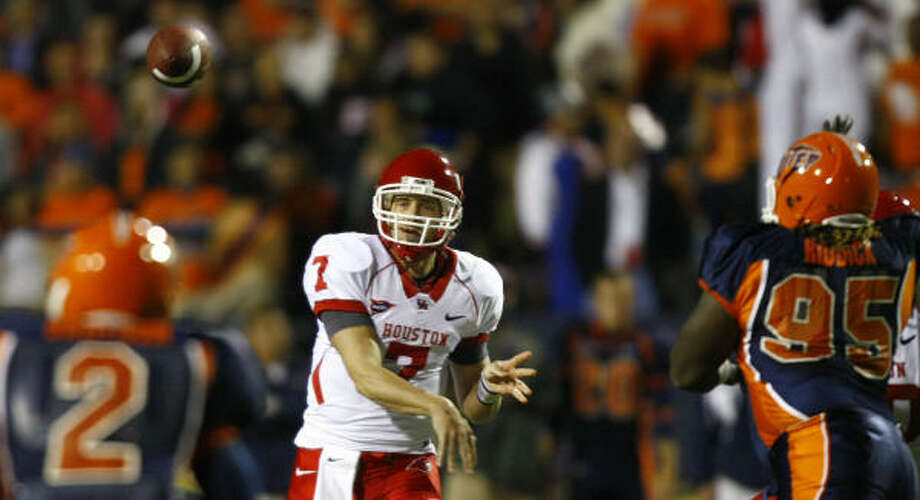 Case Keenum led the nation in passing and total offense as a junior. Photo: Smiley N. Pool, Chronicle