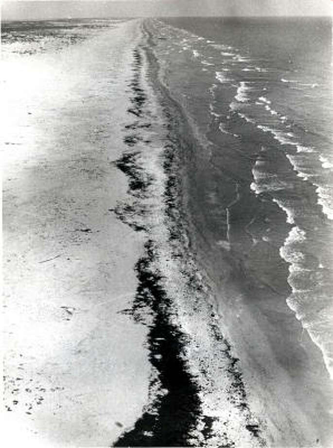 The northeast Mexico coastline was fouled by the Ixtoc 1 oil spill in 1979. Heavy rains helped the Texas shore recover within months. Photo: Chronicle File