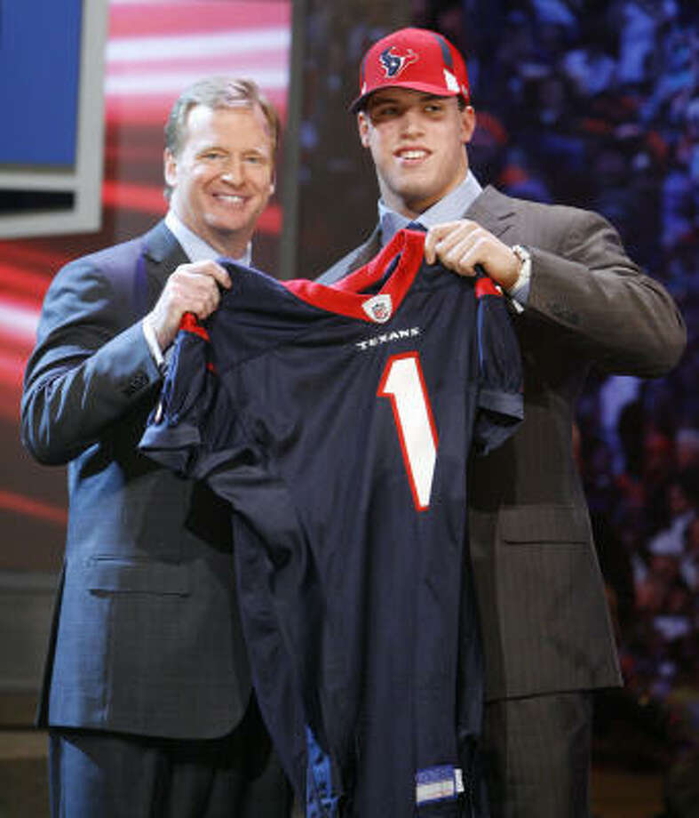 Brian Cushing always planned to play pro football in Texas, but he was drafted by the Texans instead of the Dallas Cowboys, the team he wanted to play for growing up. Photo: Jason DeCrow, AP