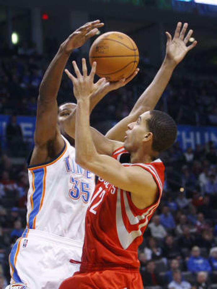 Rockets guard Kevin Martin tries to float a shot over Thunder forward Kevin Durant. Photo: Sue Ogrocki, AP