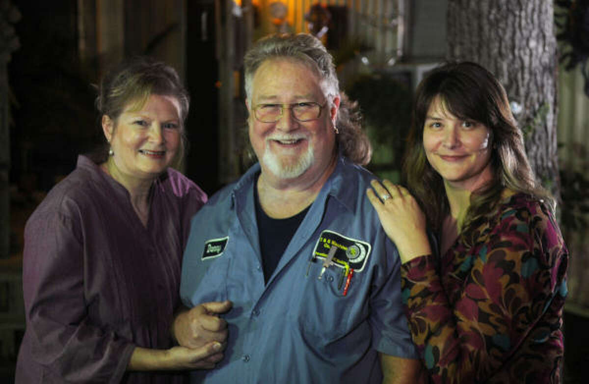Daniel Pue III, 64, with his wife, Susan, left, and daughter, Karen Flint, was sentenced more than 10 years ago for disposing hazardous waste. He was one of 14 people pardoned by President Bush Monday.