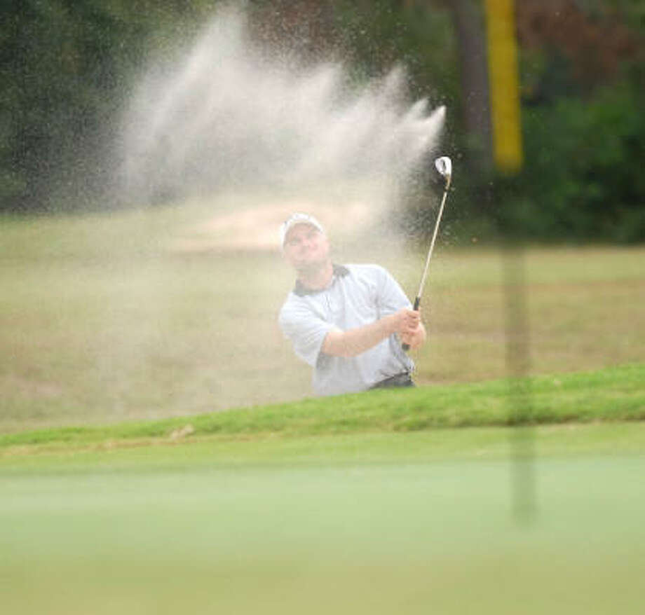 Robert Howell of Cleveland blasts out of the sand on the 9th hole during the first round. Photo: Dave Rossman, For The Chronicle