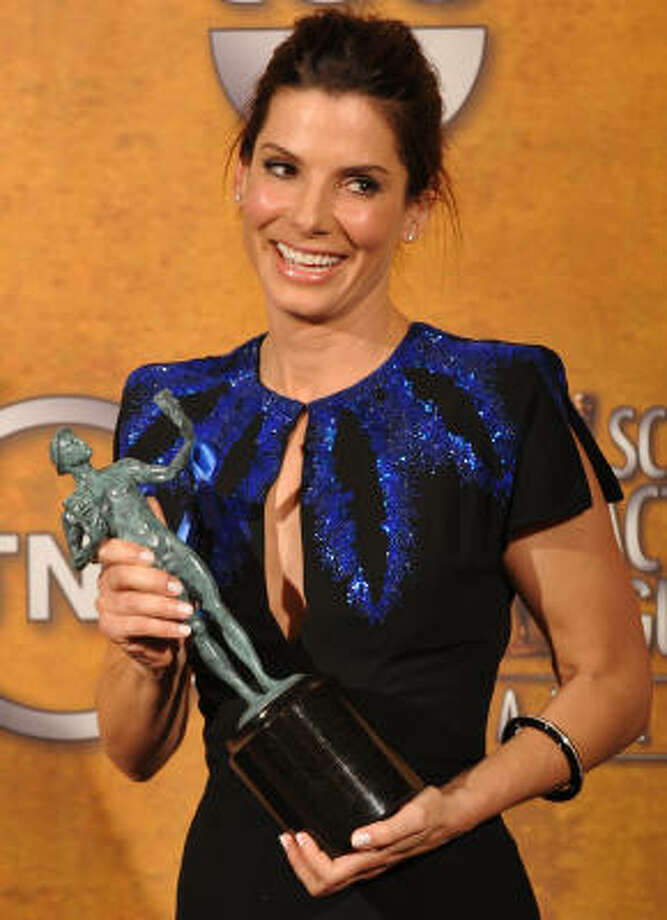 Sandra Bullock shows off her SAG trophy for her role in The Blind Side. Photo: ROBYN BECK, AFP/Getty Images