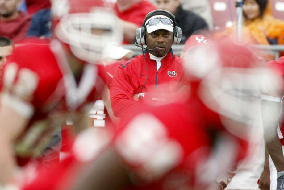 University of Houston coach Kevin Sumlin was nominated for the Bear Bryant award with a 10-3 record this year. Photo: Nick De La Torre, Houston Chronicle