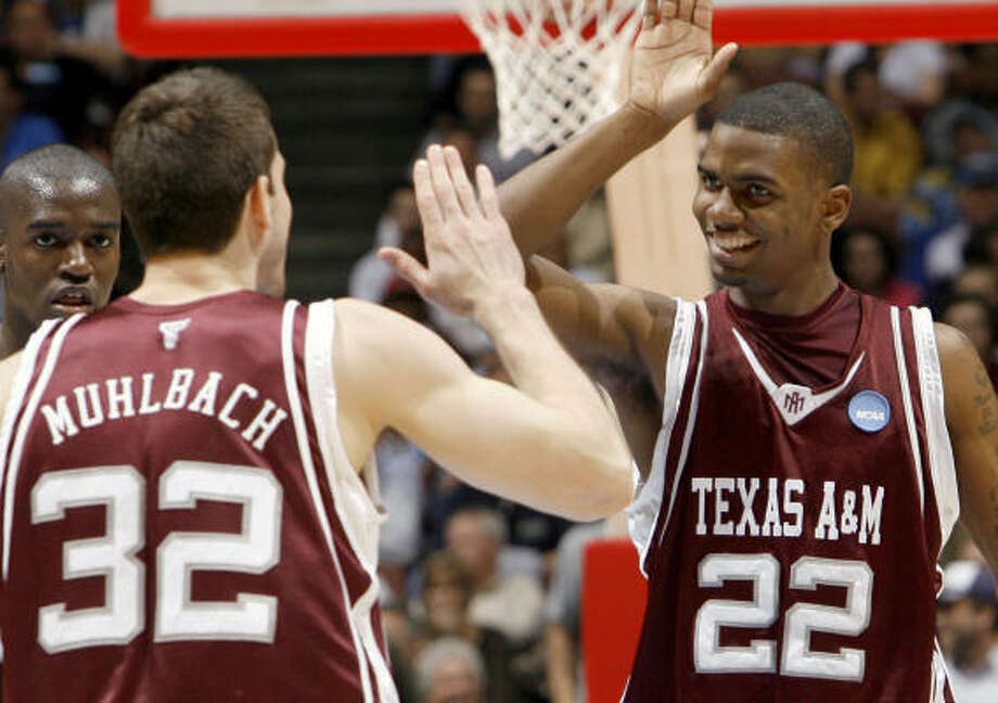The Aggies and Owls will ring in 2009 in Houston. Photo: Matt Sayles, AP
