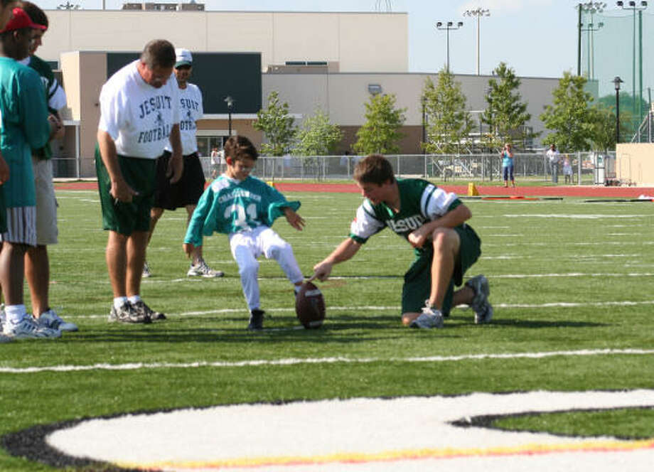 With the start of the first Challenger Football game quickly approaching, sign up is now underway for the 5-game 2008 season, which includes the finale played at Rice Stadium.