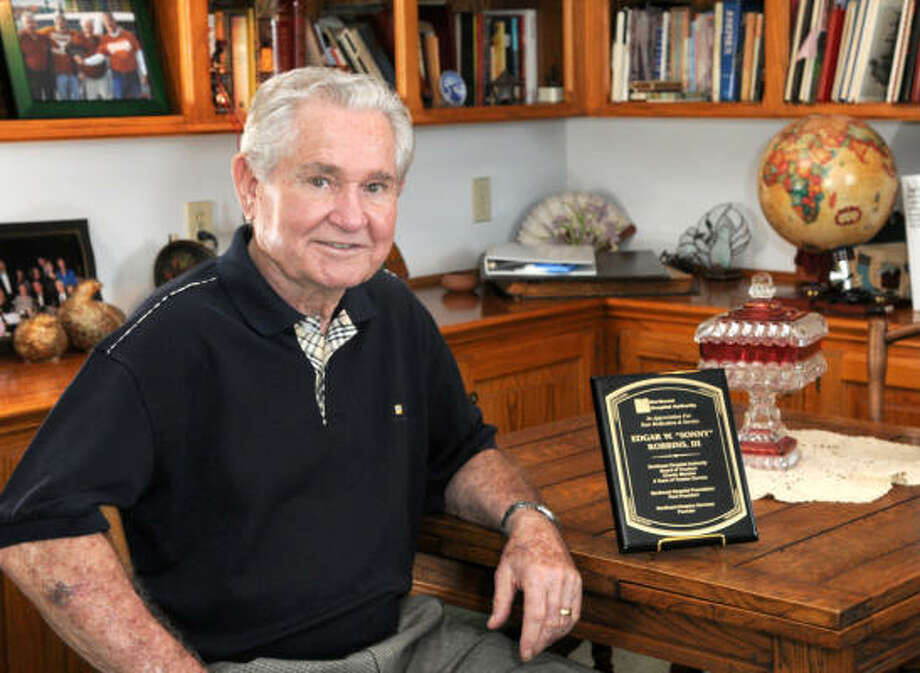 HONORED FOR SERVICE: Former Humble mayor Sonny Robbins, recently retired from the Northeast Hospital Authority board of directors and was honored by the City of Humble for his service. Photo: Jerry Baker, For The Chronicle