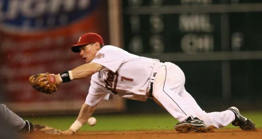 Astros second baseman Craig Biggio will rest more on the road and play more at home. Photo: SHARÓN STEINMANN, CHRONICLE