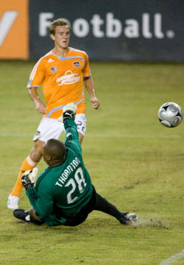 Stuart Holden beats Chivas USA goalkeeper Zach Thornton for one of Holden's seven goals during 2008. Photo: Steve Campbell, Chronicle