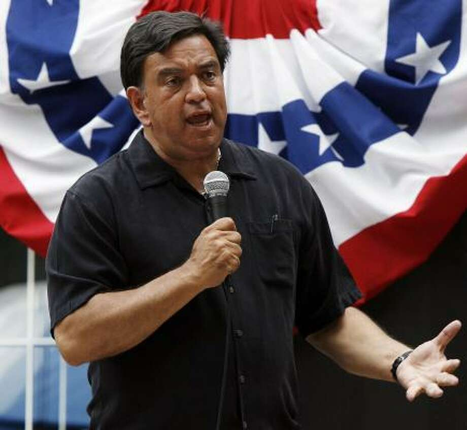 Democratic presidential hopeful, Gov. Bill Richardson, D-N.M., speaks during the Merrimack County Democratic picnic in Bow, N.H., last weekend. Richardson says he won't campaign in states that defy the Democratic Party calendar. Photo: Jim Cole, AP