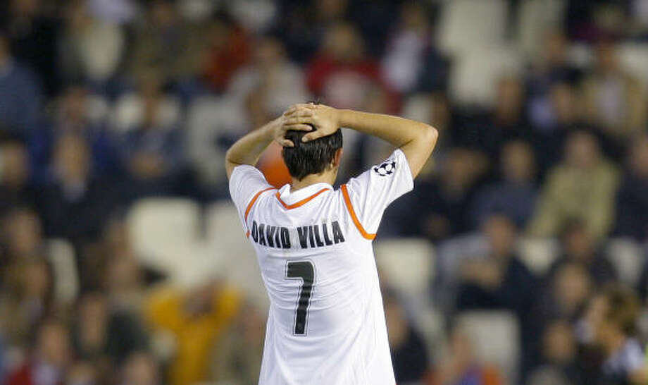 Valencia player David Villa cannot believe his luck as Norway's Rosenborg went on to win 2-0 in Group B action. Photo: FERNANDO BUSTAMANTE, AP