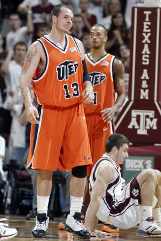UTEP's Wayne Portalatin doesn't care for a foul call on a play that sent A&M's Beau Muhlbach to the floor. Photo: Paul Zoeller, AP