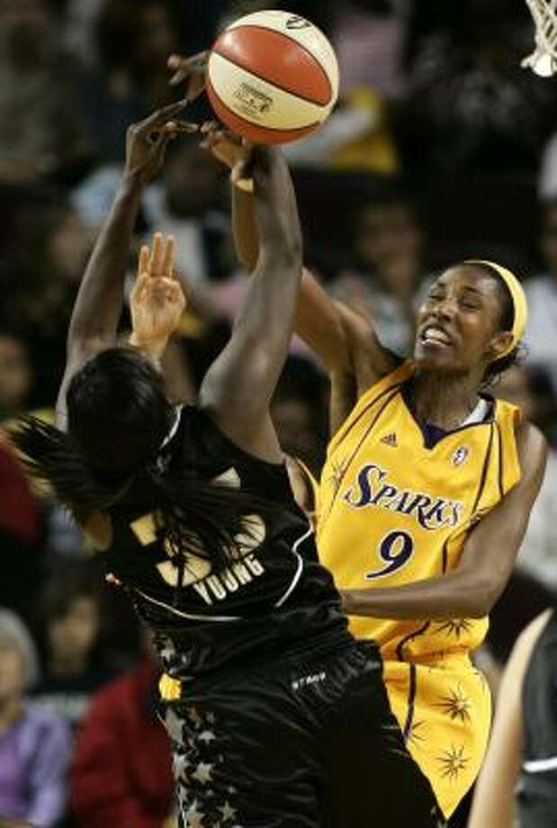 Lisa Leslie led the Sparks with 22 points, seven rebounds and four assists. Photo: Danny Moloshok, AP