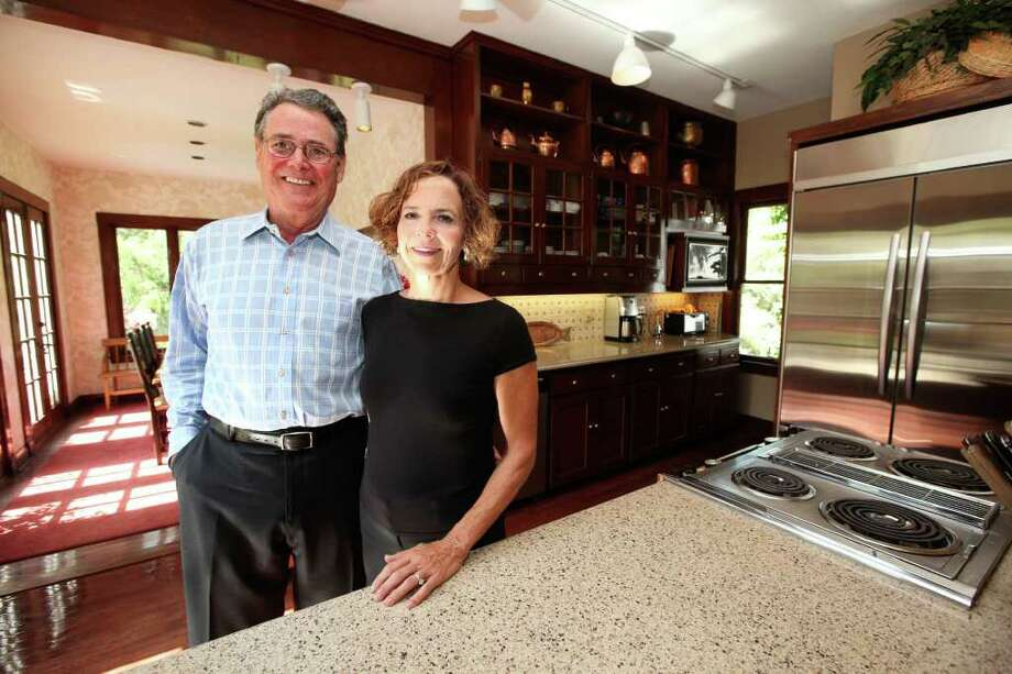 Bruce and Anne Walker brightened the kitchen in their Monte Vista home by adding light-colored Silestone counters and a travertine mosaic backsplash. Photo: ANDREW BUCKLEY, SAN ANTONIO EXPRESS-NEWS / abuckley@express-news.net