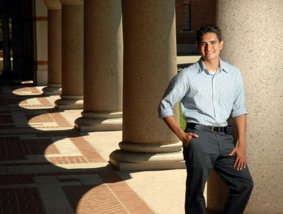 Tony Castilleja, en el campus de Rice University. Photo: Dave Rossman, Para La Voz