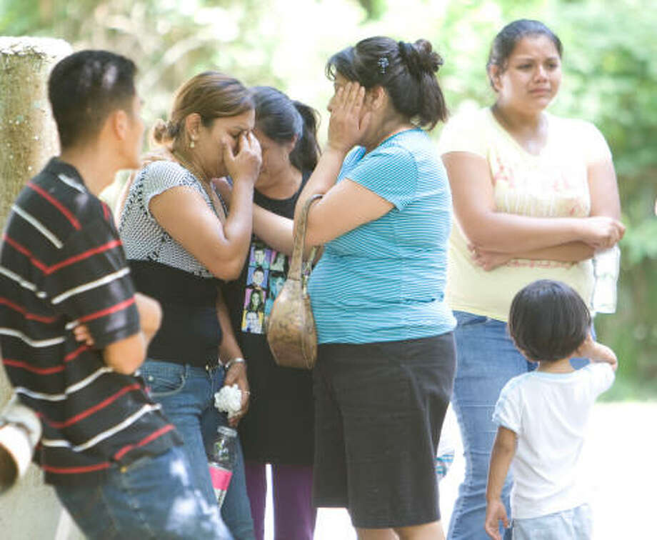 Estela Salvador is consoled by a friend as police investigate the drownings at Lake Houston. Photo: Nick De La Torre, Chronicle