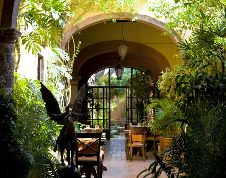 Andanza, the courtyard restaurant at Casa de Sierra Nevada in San Miguel de Allende, is a relaxing place to grab a bite while touring the city's gardens. Photo: CASA DE SIERRA NEVADA