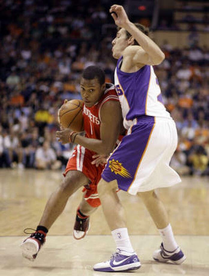 Rockets guard Kyle Lowry drvies around Phoenix Suns guard Goran Dragic. Photo: Paul Connors, AP