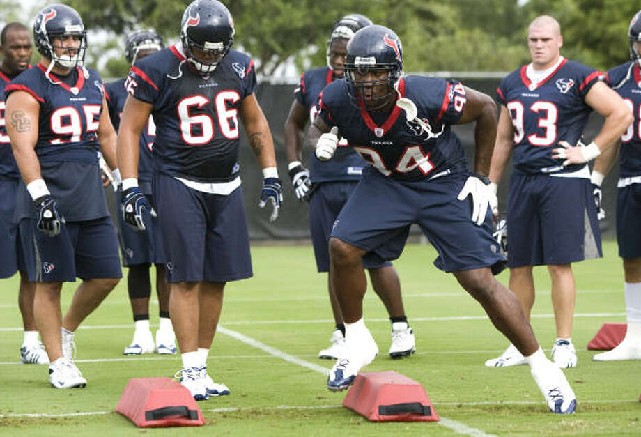 Defensive end Antonio Smith (94) left the Arizona Cardinals after last season to sign with the Texans. Photo: Brett Coomer, Chronicle