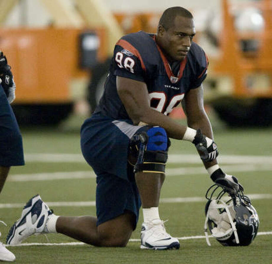Anthony Weaver, who was cut by the Texans in Feburary, is still looking for a team for the 2009 season. Photo: Brett Coomer, Houston Chronicle