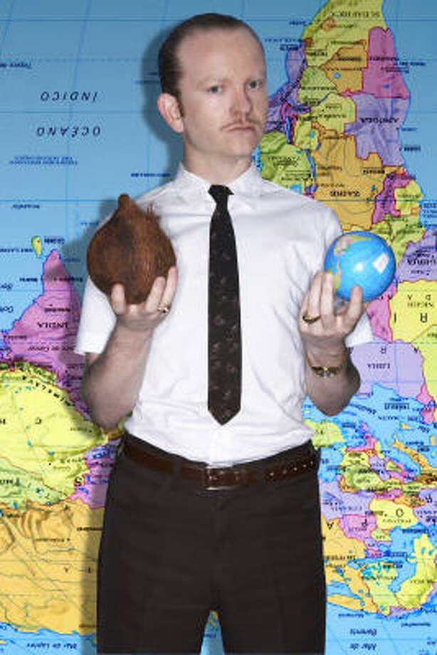 Señor Coconut se pasea alrededor del mundo con su música electrónica de las antillas. Photo: Nacional Records