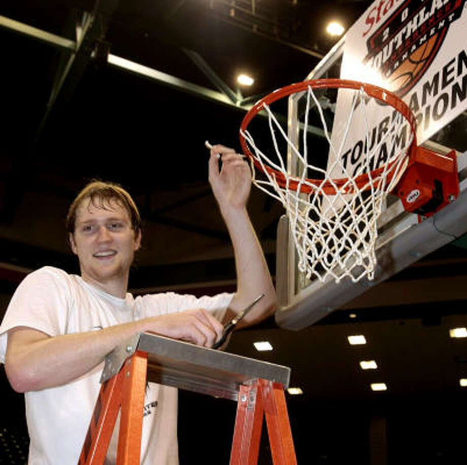 Tournament MVP Matt Kingsley cuts a piece of the net after Stephen F. Austin won the Southland Conference Tournament. Photo: Bob Levey, AP
