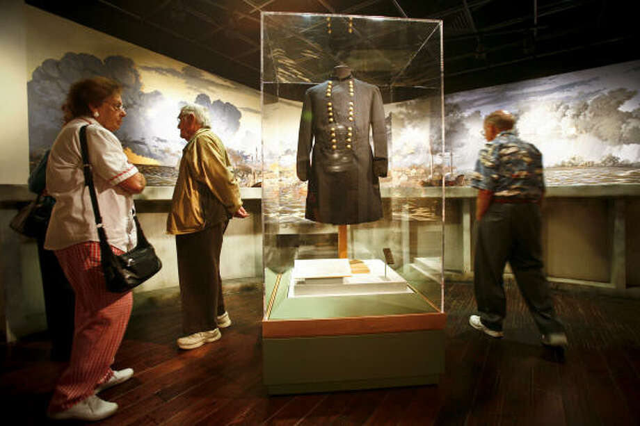 Ulysses S. Grant's uniform is part of the Lee and Grant Exhibit at Houston Baptist University. Its display, along with Robert E. Lee's, marks the first time the uniforms have been together since the two generals met for the South's surrender at Appomattox. Photo: Michael Paulsen, Chronicle