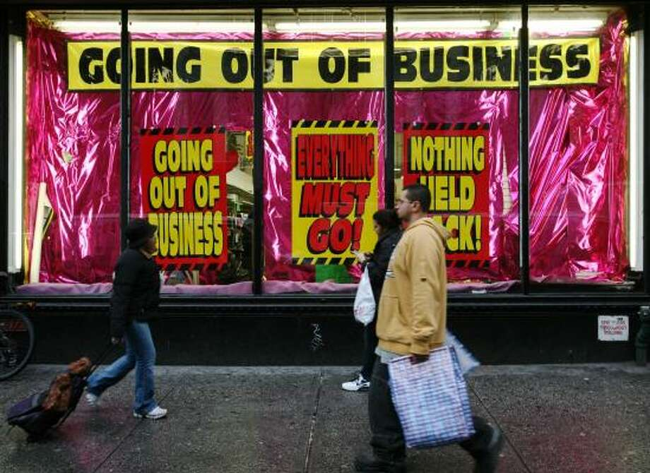 A store in New York conveys the results of reduced consumer spending. Photo: Mark Lennihan, Associated Press