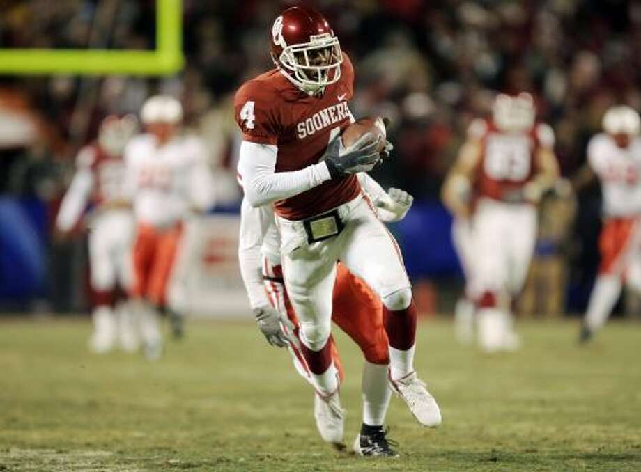Oklahoma's football team wants the NCAA to remove a self-reported secondary violation from its records. Photo: Brian Bahr, Getty Images