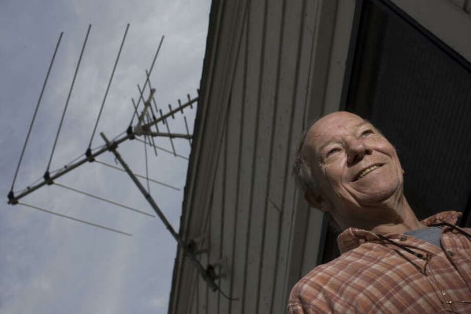 Tom Lusher, a retired television repairman, purchased a digital converter box well before the Feb. 17 switch to digitial signals, but he says some channels are slow to come in or don't appear at all, especially on days of extreme weather. Photo: Johnny Hanson, Chronicle