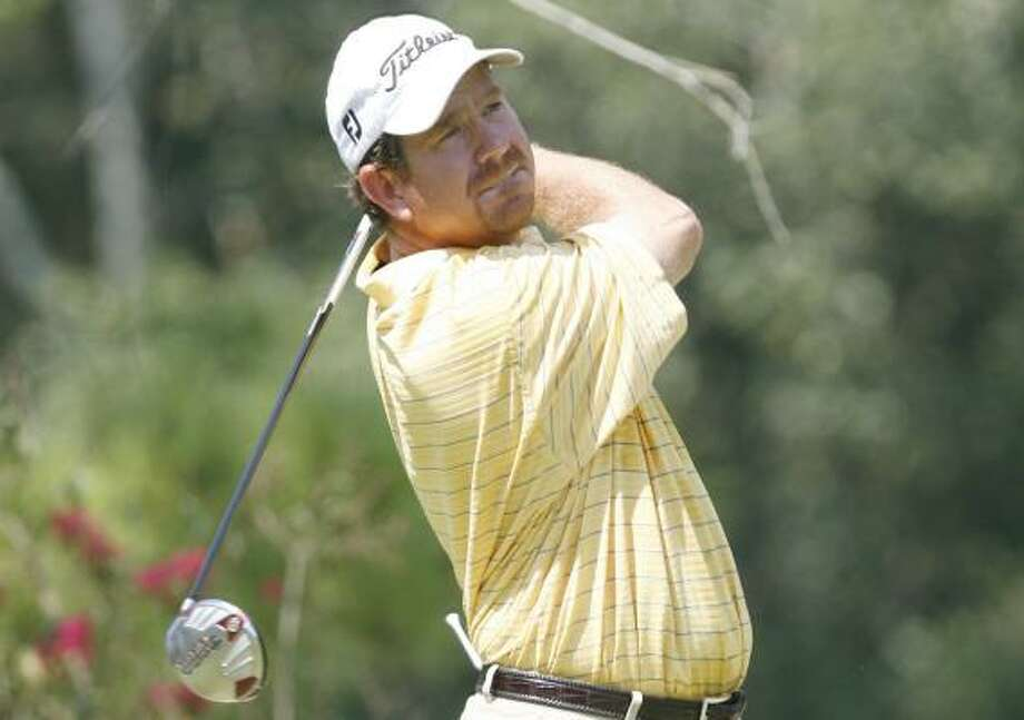 Terrence Miskell shot a final-round 72 despite a left shoulder injury to help Texas to a one-stroke victory over Georgia at the State Team Golf Championships. Photo: BILL BAPTIST, FOR THE CHRONICLE