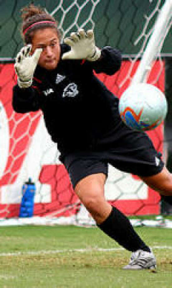 Current UH and former Israeli national team goalkeeper Shelby Scott was best on defense for the week in Conference USA. Photo: Uhcougars.com