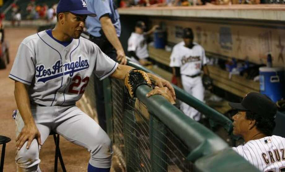 Jose Cruz Jr., left, visits his father while playing for the Dodgers in 2006. Photo: KAREN WARREN, CHRONICLE