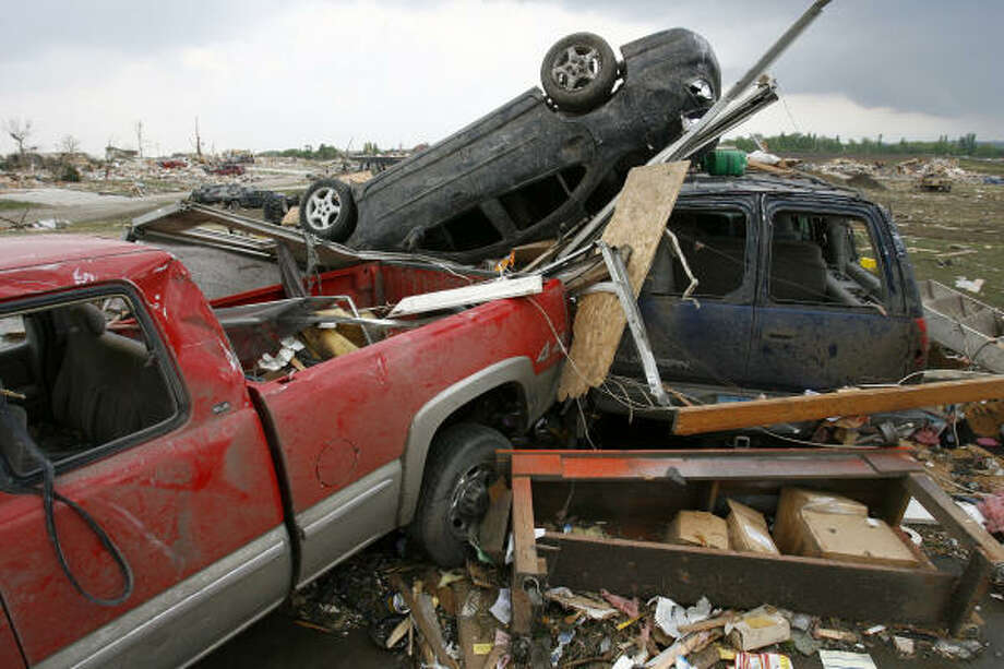 Cars damaged by a powerful storm are seen in Parkersburg, Iowa, Sunday. Photo: Matthew Putney, The Waterloo Courier