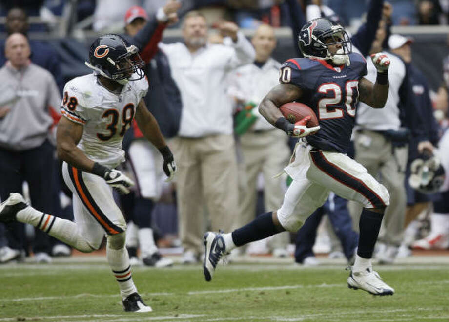 Texans rookie running back Steve Slaton's 1,282 yards were second in the AFC to only the 1,312 gained New York Jets running back Thomas Jones. Photo: Brett Coomer, Chronicle