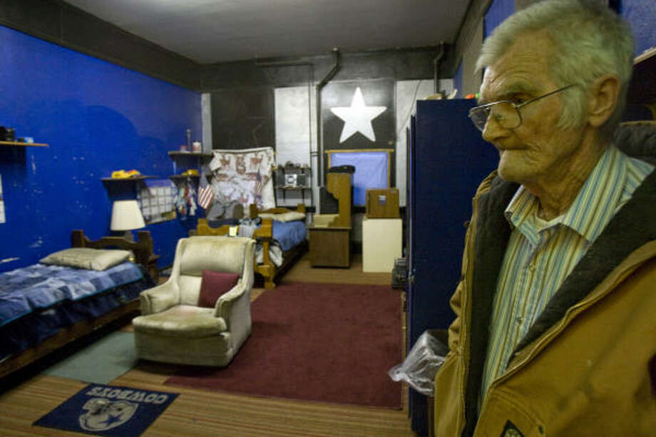Warren Davis, 73, of Atalissa, Iowa, stands in one of the rooms that housed 21 mentally disabled men from Texas who worked for Henry's Turkey Service. Davis worked with the men. Photo: Johnny Hanson, Chronicle