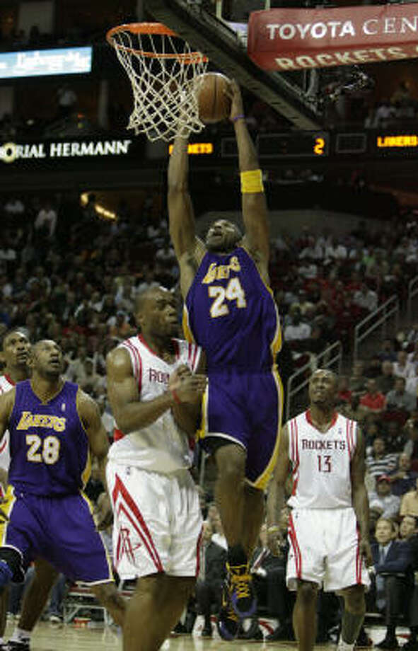 Lakers guard Kobe Bryant (24) goes for the dunk against Carl Landry in the first quarter. Photo: Billy Smith II, Houston Chronicle