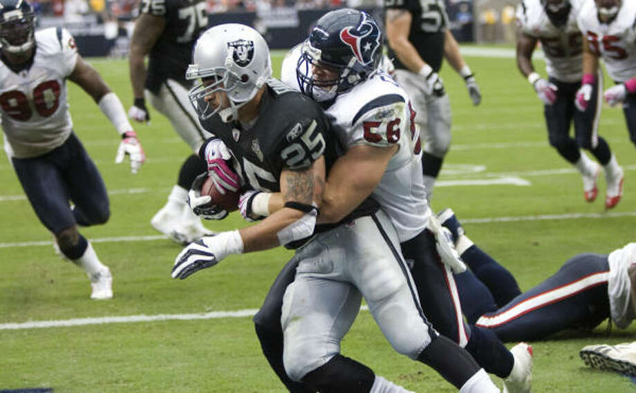 Texans linebacker Brian Cushing stopped Raiders running back Justin Fargas in the end zone for a safety in Sunday's victory. Photo: Brett Coomer, Chronicle