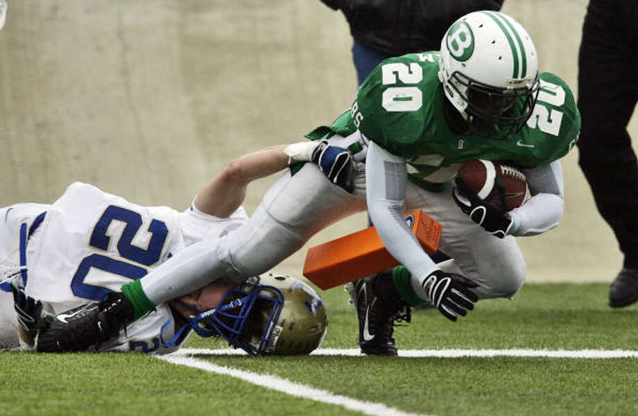 Brenham's Troy Green, right, gets some tough yards down by the goal line in the Cubs' victory. Photo: KIN MAN HUI, San Antonio Express-News